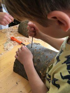 Wildbienen-Nisthilfen bauen